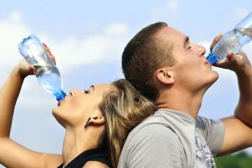 Garrafas de plástico podem ser reutilizadas tal com as de vidro
