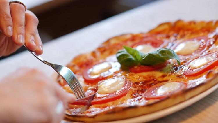 A hora a que se come é tão importante como as calorias ingeridas
