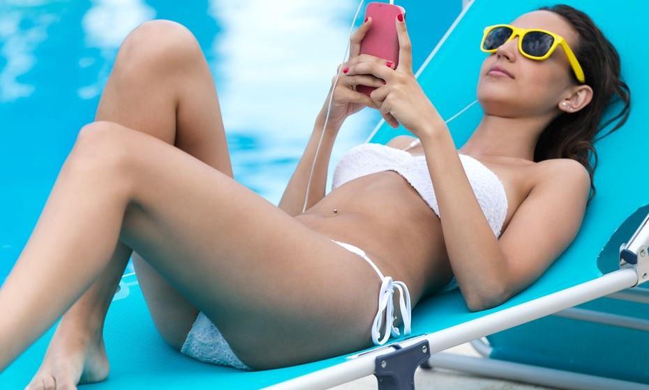 Smartphones, tablets e portáteis viajam muitas vezes com os seus donos para umas belas férias. Mas se ser vítima de uma infeção por malware, fraude ou qualquer outro tipo de ciberataque é já de si um problema, este agrava-se ainda mais quando viajamos. Veja como se proteger.