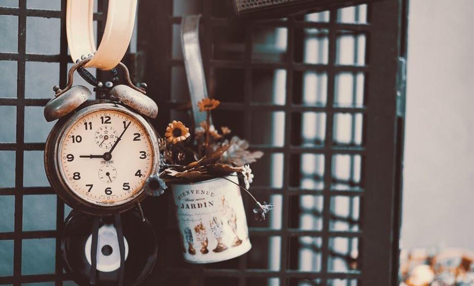 Veja como conciliar objetos antigos e contemporâneos para personalizar a sua casa.