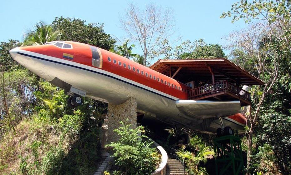 Avião na copa da árvore: para pernoitar neste 727 adaptado terá de viajar até às selvas da Costa Rica.