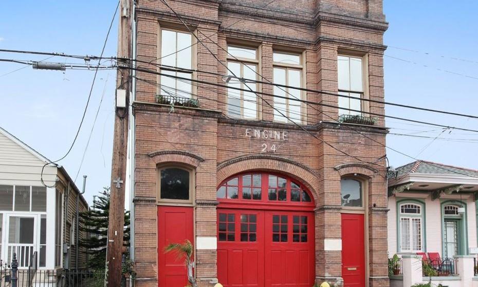 Quartel de bombeiros nos EUA: Em Nova Orleães, este autêntico quartel histórico possui sete quartos e pode alojar até 14 pessoas.