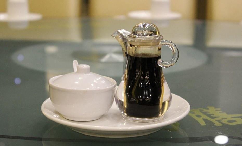 Molho de soja - O molho de soja pode durar pelo menos três anos. A combinação do seu teor de sal e o facto de ser fermentado significa que, se for fechado, pode durar muito tempo. Tal depende do tipo de molho de soja e, uma vez aberto, a temperatura em que está armazenado.