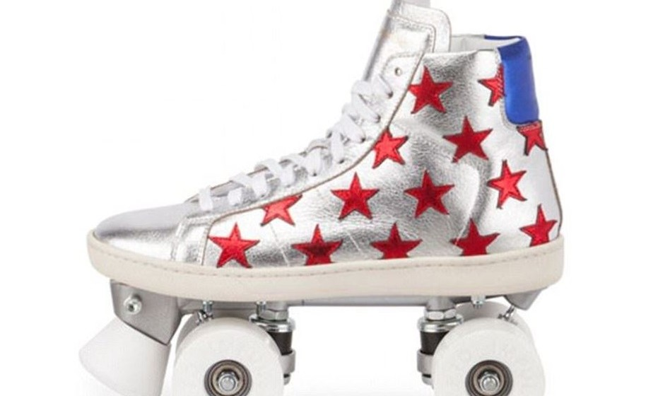 Esta não é a primeira vez que a Yves Saint Laurent lança sapatos-patins. Já em 2013, lançou um par de ténis com rodas.