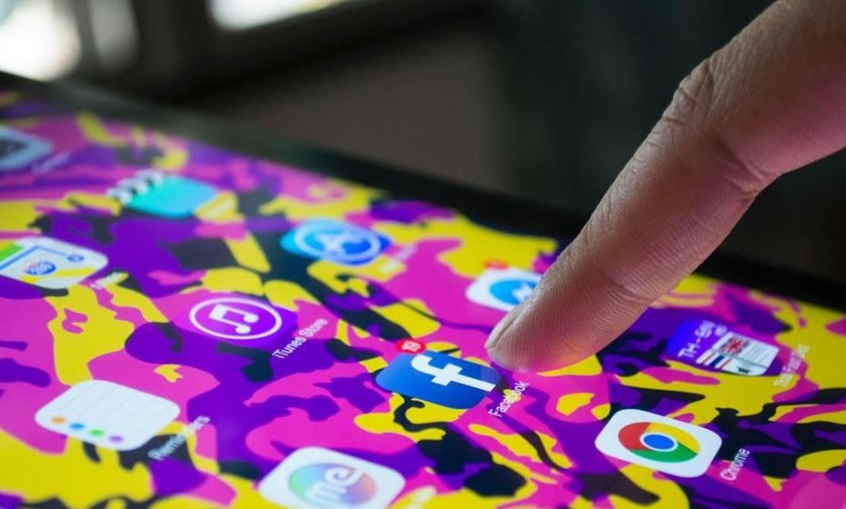 Na utilização do Wi-Fi público, não se deve entrar em páginas que contenham informação pessoal como Facebook, Twitter, banco online, etc. Se houver a necessidade de aceder a uma web que contenha dados confidenciais, devem ser utilizados os dados do telemóvel.