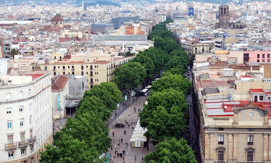 As Ramblas, em Barcelona, são uma das grandes atrações desta cidade espanhola. Mas a 'Time' ressalta a desilusão de, na realidade, se ver uma grande avenida cheia de lojas com artigos duvidosos para turistas e artistas de discutível qualidade. Sendo uma cidade rica em cultura, este não será um ponto de topo de lista.