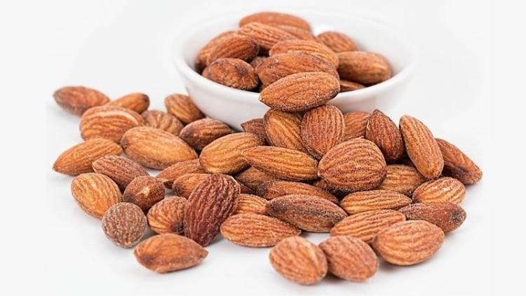 Comer amêndoas ajuda a limpar o organismo do mau colesterol