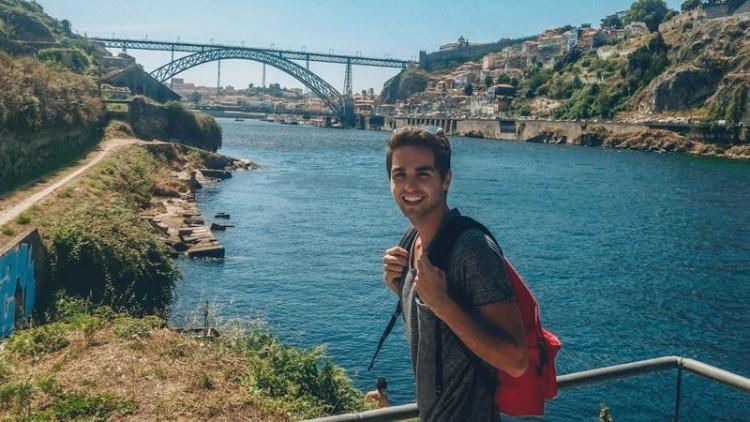 Carlos Sousa  tem 19 anos e vive no Porto