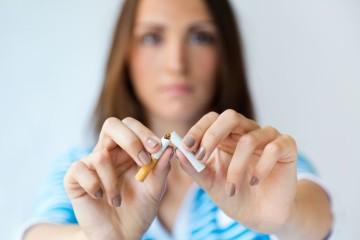 As pessoas que deixam de fumar vivem em média mais 10 anos e reduzem para metade o risco de sofrer uma doença cardiovascular quando comparadas com aquelas que continuam a fumar. Após 5 a 15 anos, o risco de acidente vascular cerebral iguala o dos não-fumadores. Convencido? Vamos agora seguir os 15 passos.