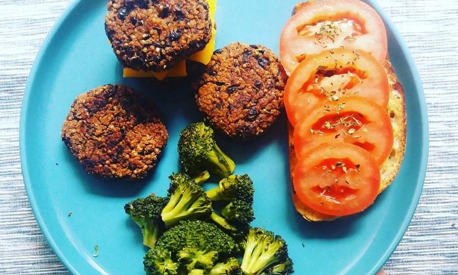 3 - Hambúrgueres de quinoa e feijão