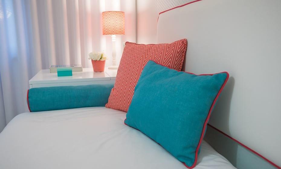 Jogue com a cor, com a textura dos têxteis de forma a criar um ambiente acolhedor e favorecedor do estudo e concentração.