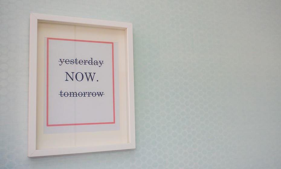 Coloque quadros com frases motivadoras.