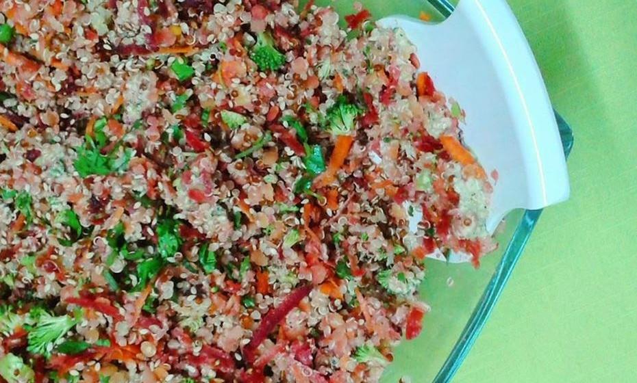 5 - Salada de lentilhas e quinoa com vinagrete de limão e cânhamo