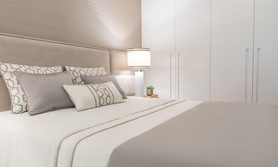 Combine as cores das almofadas com as colcha ou do edredão. Pode ainda adicionar às almofadas uma cor complementar.