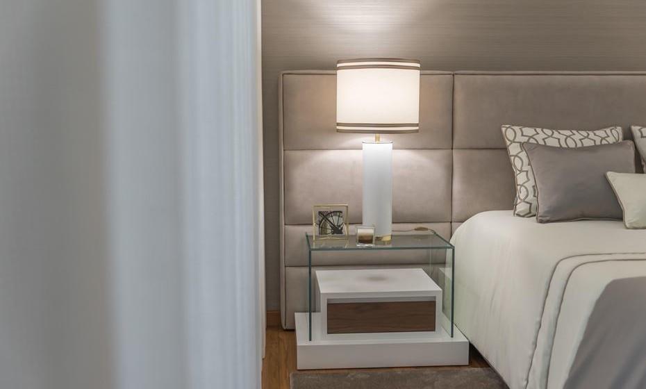 A Iluminação é muito importante. E num quarto pode encantá-lo ou desencantá-lo. Opte pelo tom branco quente, uma vez que transmite calor e aconchego. Evite o branco frio.