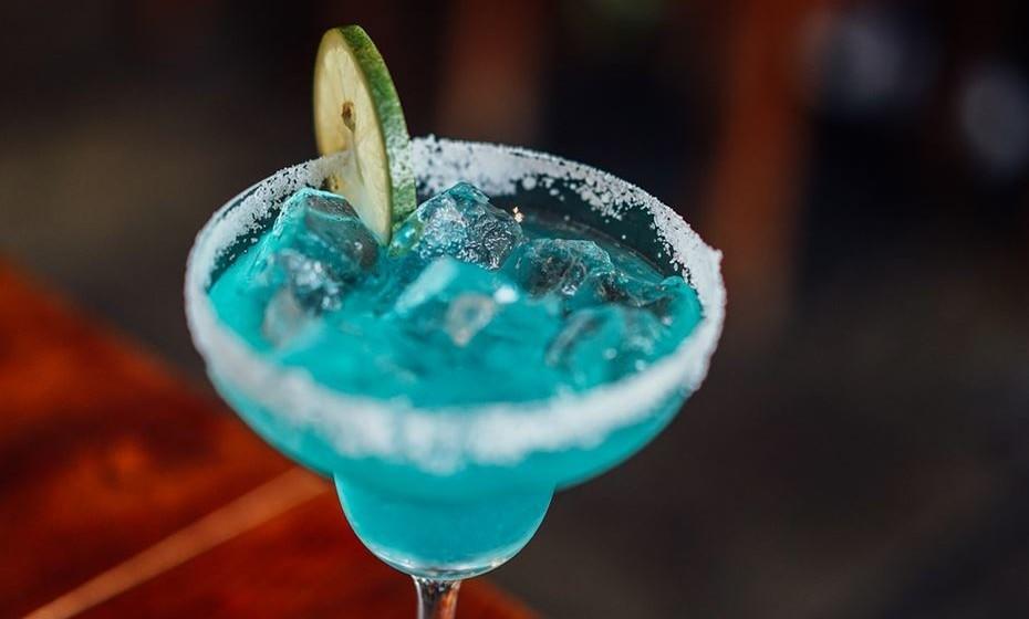 """Conheça os 15 melhores bares do mundo, em 2017, segundo o ranking """"The World's 50 Best Bars""""."""