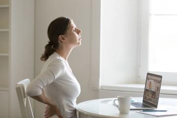 São vários os fatores que podem contribuir para as comumente chamadas 'dores nas costas', desde físicos, mas também psicológicos, como o stress e a ansiedade. Saiba como as prevenir, segundo recomendações do ortopedista e presidente da Sociedade Portuguesa de Patologia da Coluna Vertebral, Manuel Tavares de Matos.