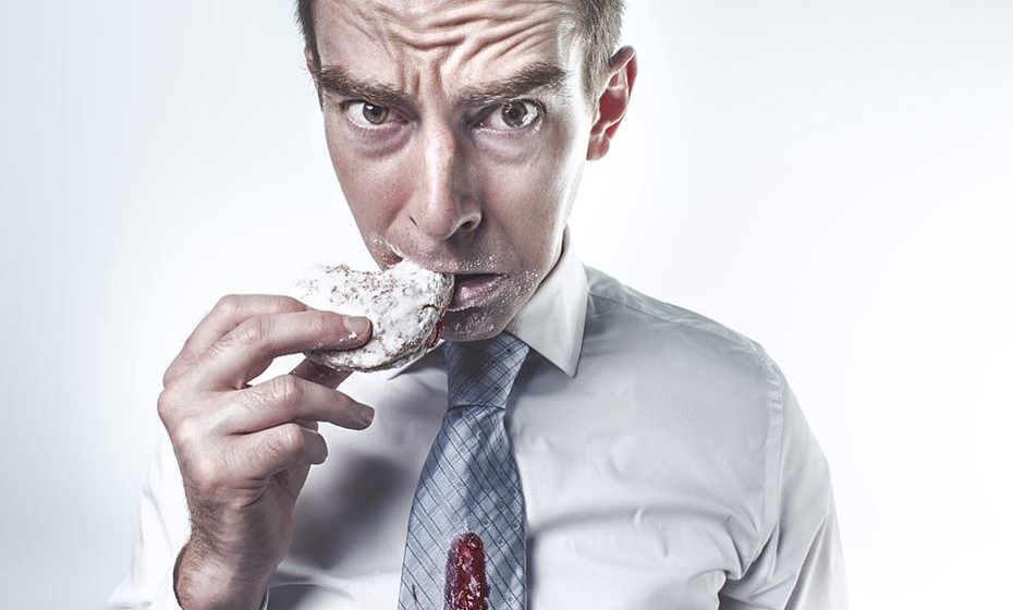Sente muito stress. O stress excessivo é uma razão pela qual pode sentir fome frequentemente, dada a sua capacidade de aumentar os níveis de cortisol no corpo.