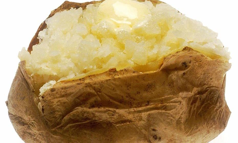 Batata assada – uma batata contém 925mg de potássio.