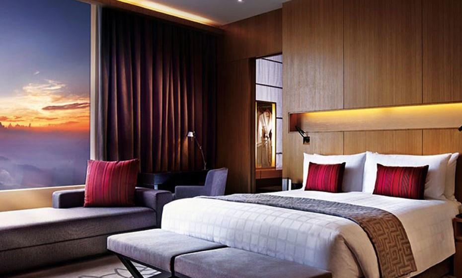 Embora a maioria dos hotéis assombrados apenas tenha um quarto amaldiçoado ou proibido, o First World Hotel tem um andar inteiro: devido à extensão dos sustos, o elevador salta o 21º andar.