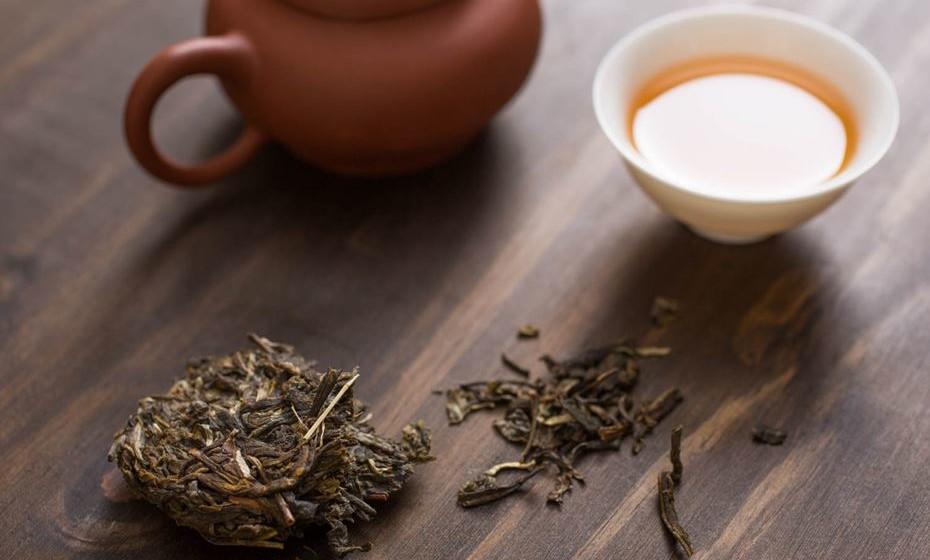 Chá Puerh – É um tipo de chá preto chinês que foi fermentado. É apreciado após uma refeição e tem um aroma terroso que tende a desenvolver quanto mais tempo estiver armazenado. Estudos em seres humanos e animais mostram que pode incrementar a perda de peso ao baixar os níveis de açúcar e triglicerídeos no sangue.