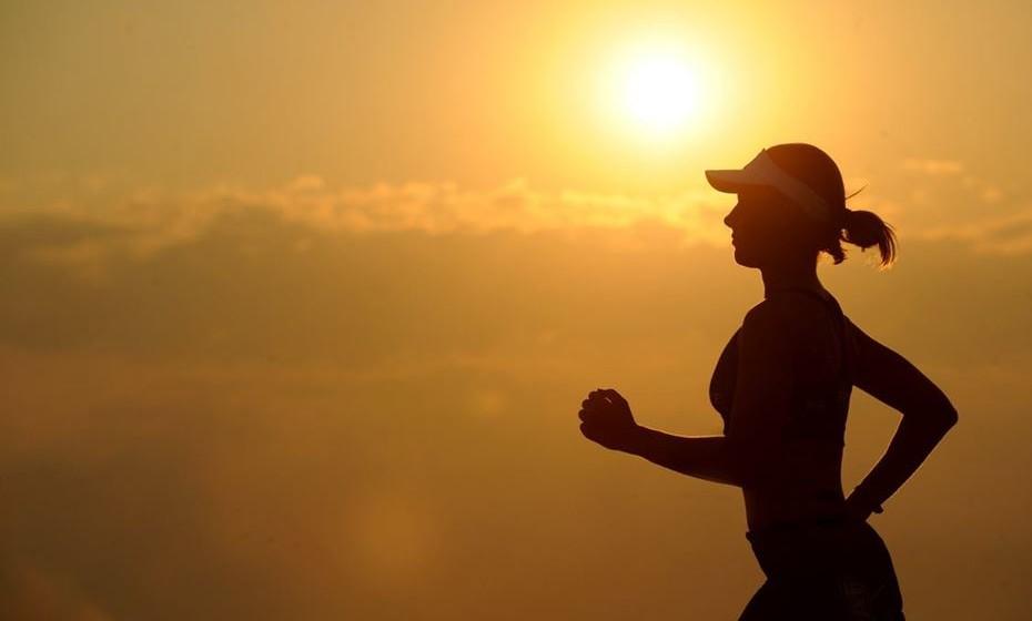 Evitar uma vida sedentária - Exercícios cardiovasculares – andar, correr, bicicleta, natação.