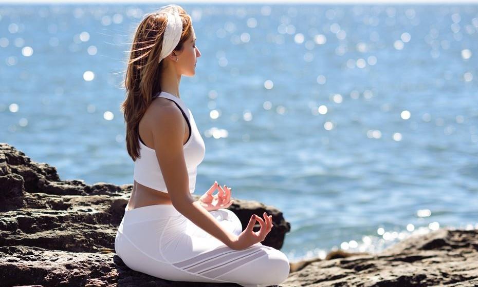 O poder do silêncio – Numa sociedade com inputs a todo o momento e cada vez mais ligada a tudo e todos, o silêncio volta a ser valorizado como essencial para o bem-estar das pessoas. O tempo, o espaço e o silêncio são apontados como os mais preciosos luxos do futuro, e os projetos de wellness começam a configurar o silêncio nas suas ofertas. A meditação e o conhecimento interior serão cada vez mais necessários para equilibrar com o excesso de informação exterior. Começam a surgir spas, incluindo em antigos mosteiros, onde o mindfulness e o contacto com a natureza são as principais ofertas, em oposição aos serviços luxuosos até agora oferecidos.