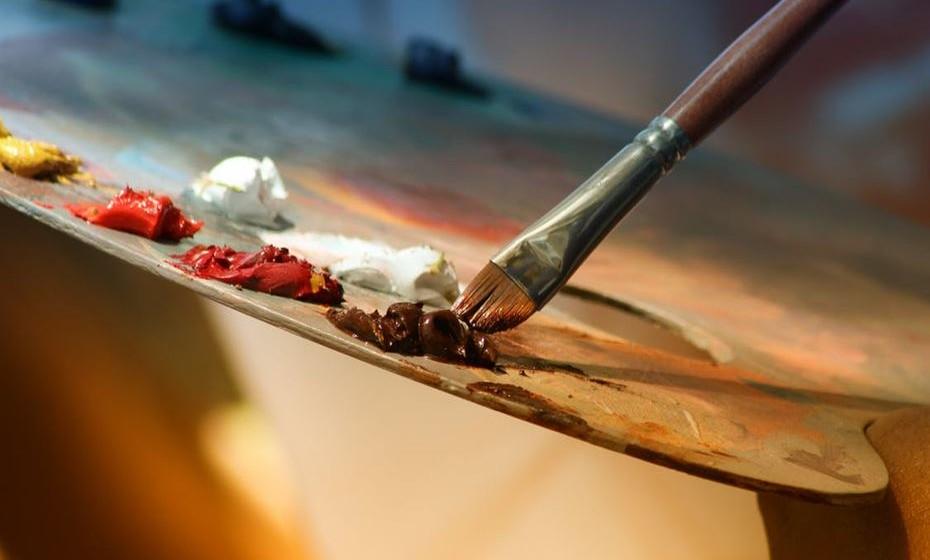 A arte e a criatividade no bem-estar – A promoção do bem-estar através da arte estava esquecida desde meados do século XX, a partir de quando os spas passaram a focar-se nos tratamentos físicos. Os livros de colorir, as aulas de pintura, de música ou de artefactos para promoverem a criatividade como cura está de volta. Os spas, retiros e outros espaços de bem-estar vão cada vez mais incluir programas de criatividade nas suas ofertas, como terapias para redução de stress e equilíbrio interior.