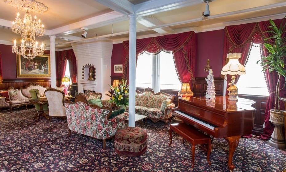 Para uma experiência completamente fora do normal, reserve o quarto 410: os antigos aposentos da Miss Mary Lake. Arrisca?