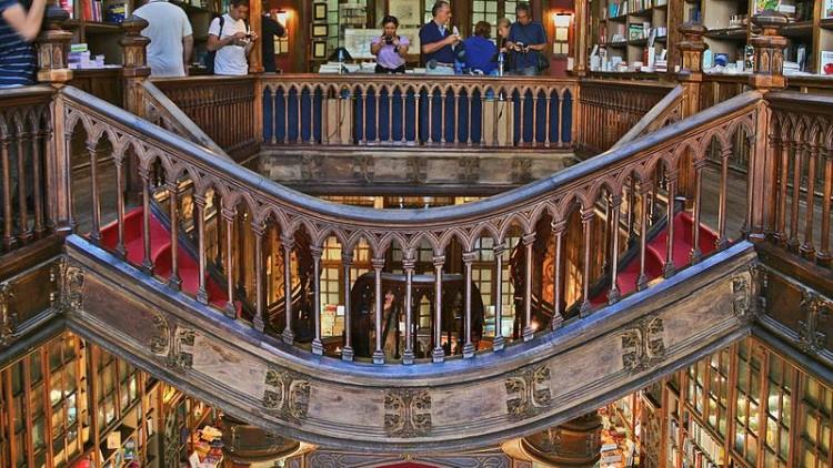 Um porto com cultura: vinho do Porto chega à Livraria Lello
