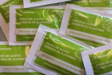 Cinco milhões de pacotes de açúcar alertam para sintomas da Doença de Alzheimer