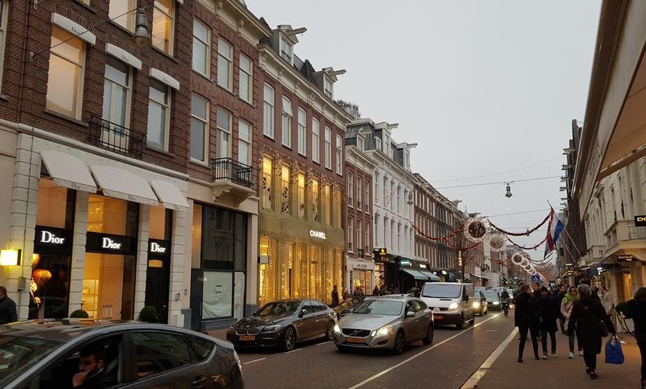 A P.C. Hooftstraat é a rua mais cara da Holanda. Aqui, apenas as marcas de luxo mais exclusivas do mundo têm lugar.