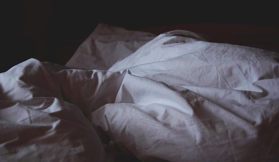 2.Sexo de hotel: Pode parecer idêntico ao sexo nas férias mas desengane-se. Sexo de hotel deve e pode acontecer em qualquer momento, sem ter de estar de férias para isso. É para quebrar a rotina, tornar o momento mais interessante. Seja porque vão a um casamento longe de casa e aproveitam para marcar uma noite num hotel ou a meio do dia de trabalho, no horário do almoço, dão uma escapadela até um hotel a meio caminho.