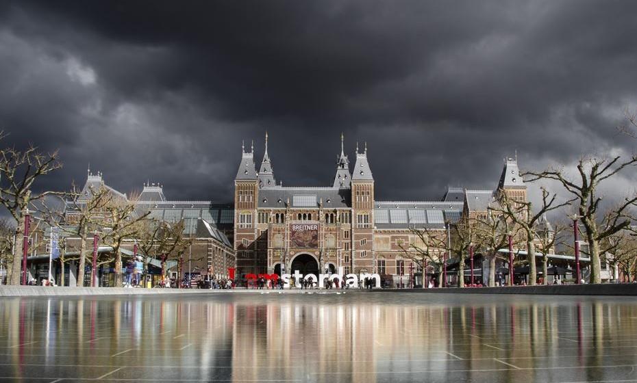 A capital holandesa é o destino perfeito para uma escapadela de fim de semana. A pé ou de bicicleta, conheça a cidade dos canais, deixe-se encantar pelos bairros históricos, faça compras nos mercados de rua ou visite um dos muitos museus. Fazemos-lhe uma detalhada visita guiada.
