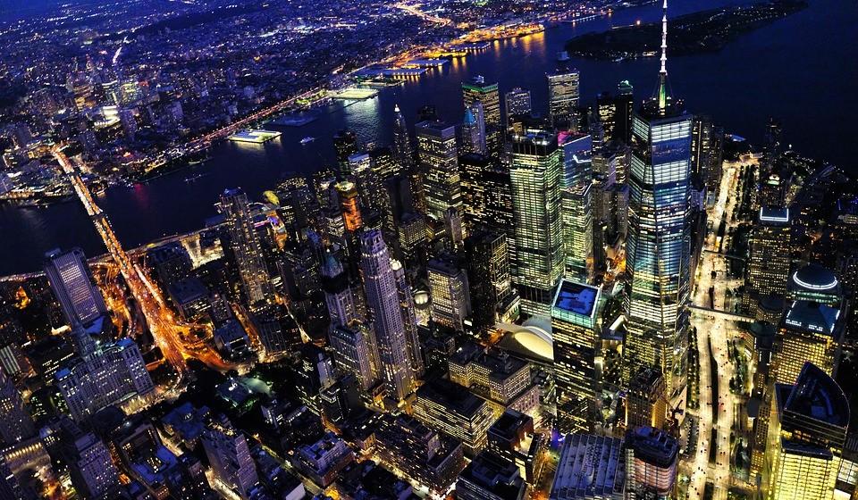 1 – Nova Iorque, EUA. Residência principal: 8340 / Residência de férias: 6234.