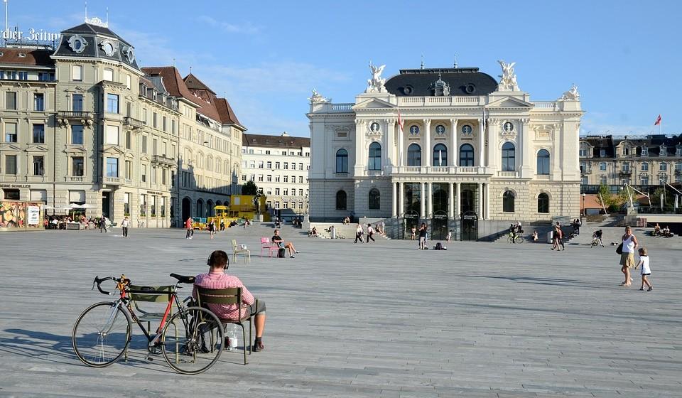 13 – Zurique, Suíça. Residência principal: 1900 / Residência de férias: 653.