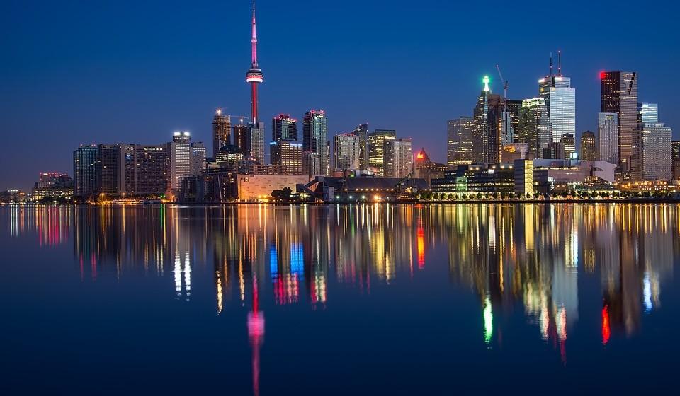 15 – Toronto, Canadá. Residência principal: 1760 / Residência de férias: 261.