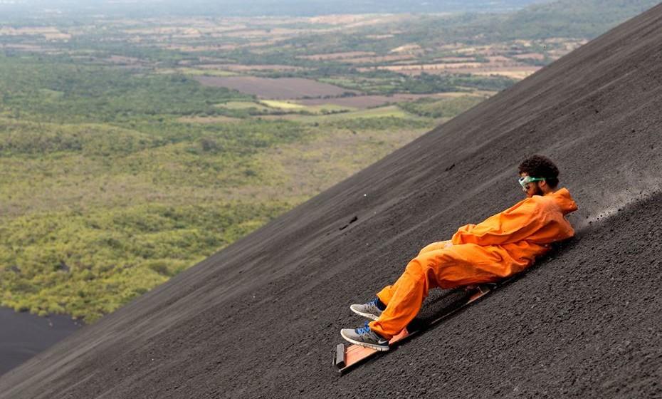 Se está à procura de desportos de ação e aventura, reserva já um voo para a Nicarágua. Aqui pode andar de caiaque, surfar, andar de tirolesa através da selva e até mesmo andar de trenó pela encosta de um vulcão ativo.
