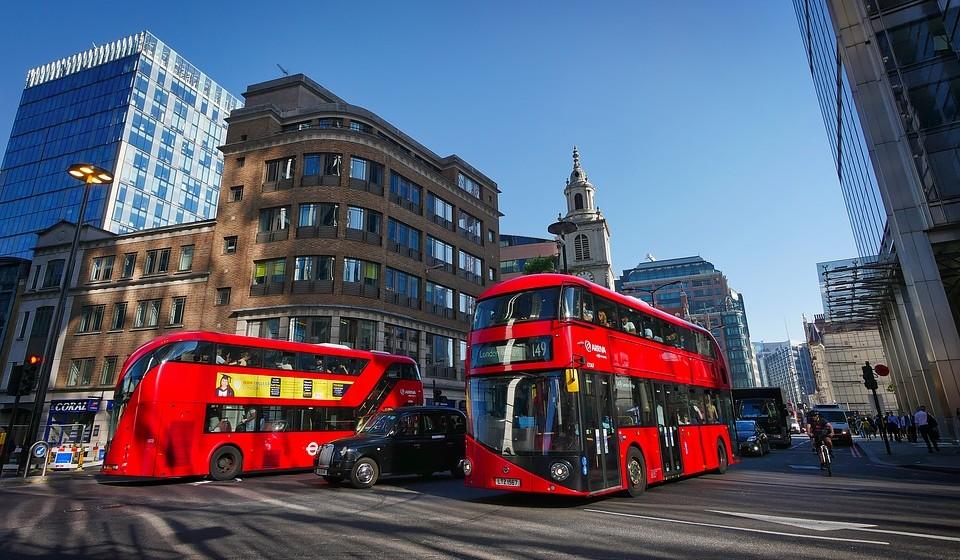 2 – Londres, Inglaterra. Residência principal: 3134 / Residência de férias: 6167.