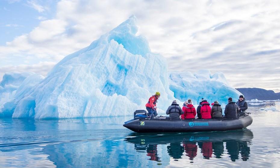 Faça as malas e parta à descoberta dos extremos do planeta. Fique perto dos glaciares da Gronelândia e veja a grandeza da natureza intocável pela mão humana. Pode até subir a alguns glaciares que flutuam e sentir a grandeza da natureza debaixo dos seus pés.