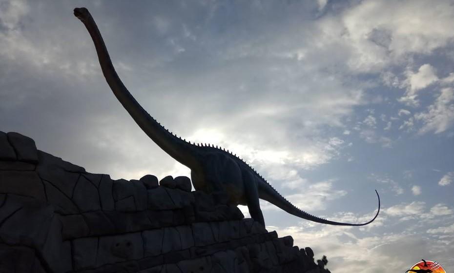 O Parque dos Dinossauros da Lourinhã será o maior museu ao ar livre de Portugal e um dos maiores parques temáticos de dinossauros da Europa. (Fotos: Mood e Dino Parque)