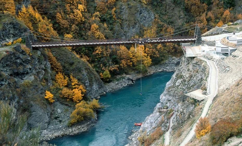 A Nova Zelândia praticamente inventou os desportos de aventura quando a Ponte Borky de Kawarau abriu em 1988. Aqui, 38 mil visitantes todos os anos dão o salto de mais de 400 metros de altura.