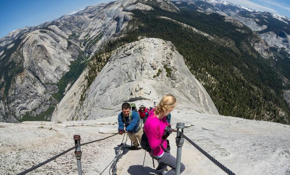 Faça escalada no Parque Nacional de Yosemite, nos EUA. Para os apreciadores de escalada, vale a pena o esforço, para chegar a vistas estonteantes. (Fotos: reprodução , Condé Nast Traveller)
