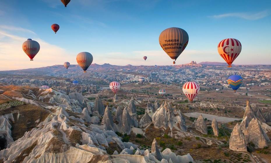 Agora uma experiência no ar. Uma viagem de balão pela Capadócia, Turquia. Lá de cima consegue ver as maravilhas desta criação da natureza.