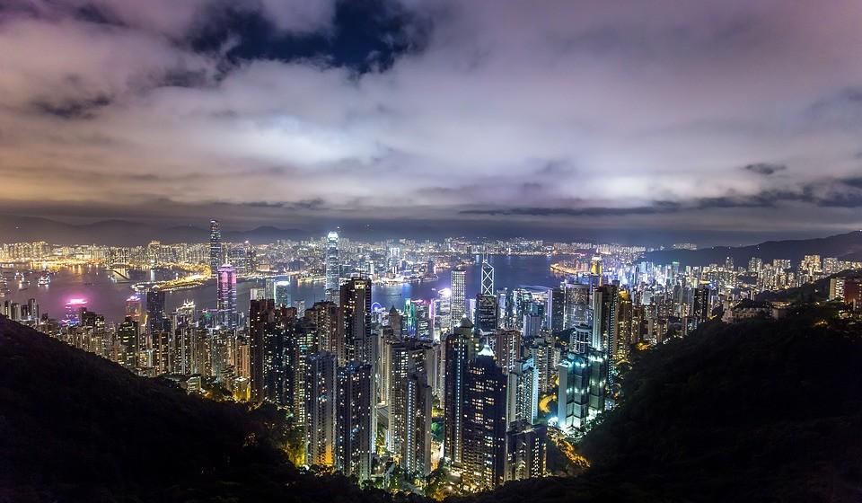 4 – Hong Kong. Residência principal: 7650 / Residência de férias: 359.