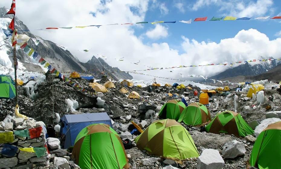 Escale o Monte Everest, no Nepal, onde está a montanha mais alta da Terra. Mas alguns trilhos são apenas para alpinistas muito experientes. De qualquer forma, se não for o seu caso, escale à sua medida e deixe-se impregnar por esta imensidão de natureza.