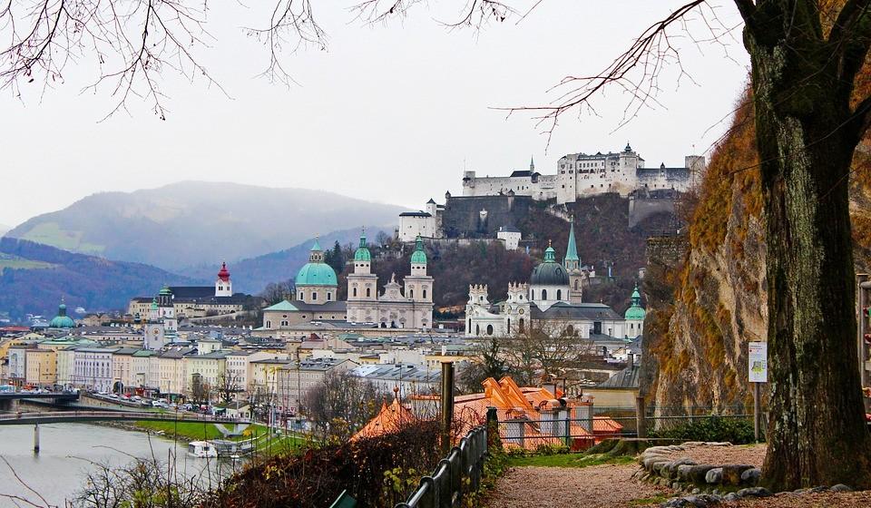 Salzburgo, Áustria - Salzburgo é uma agradável escapadela austríaca considerada como Património Mundial da Unesco e, não menos importante, o lugar onde convergem todos os amantes de Mozart. A sua Cidade Velha é resplandecente com a arquitetura barroca e exige uma árdua exploração.