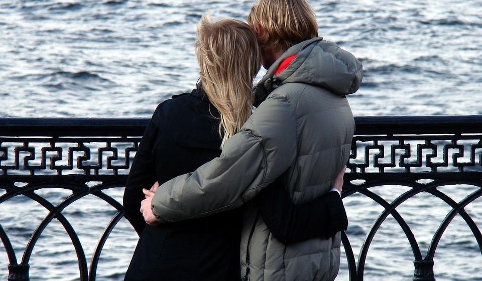 Falar sobre bexiga hiperativa com o seu companheiro ou a sua companheira não é fácil, mas poderá fortalecer o vosso relacionamento. Falar abertamente sobre o problema pode levar a mais afeto e confiança.