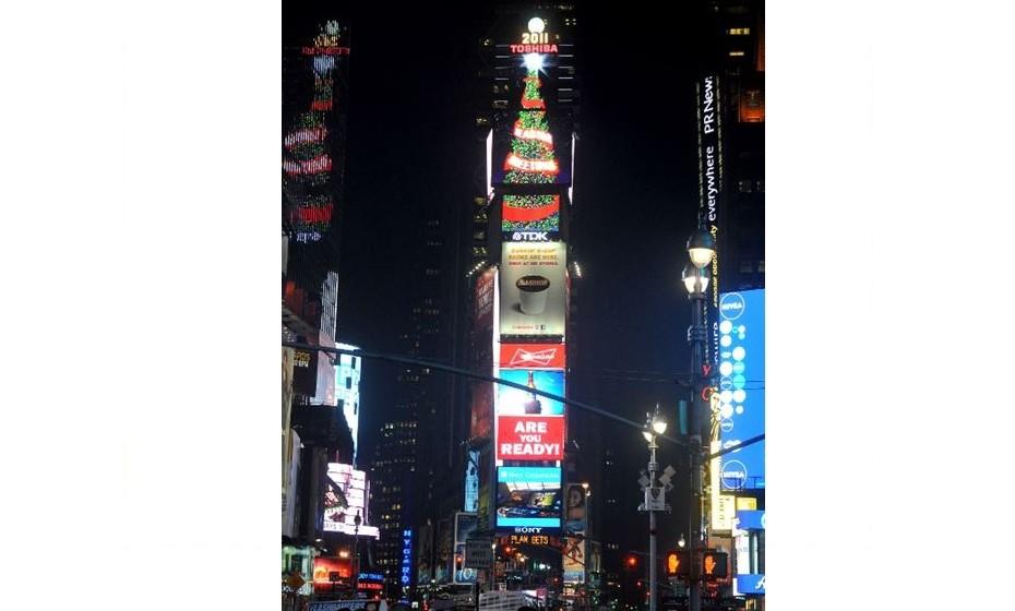 A decoração de iluminação animada mais alta data de 2011.  Foi uma árvore de Natal em tela com 39.66 m que animou o topo da Times Square, em Nova Iorque, nos Estados Unidos.