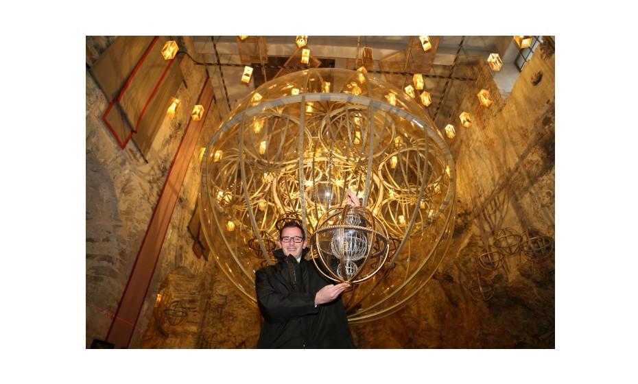 O maior ornamento de árvore de Natal media 4.58 m de diâmetro e foi criado em 2014, em Itália. Continha 22 bolas mais pequenas no seu interior.